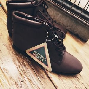 NWT DanExx Brown Boot